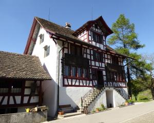 Denkmalpreis für die Sanierung des Menzihauses in Hombrechtikon