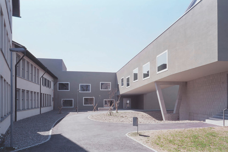 Neubau-Gebäude-Alberto-Renovation-und-Erweiterung-Schulhaus-Schanz-Rüti-1